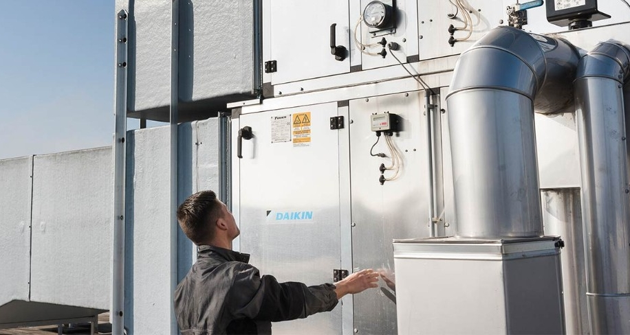 Daikin Service. As an expert in climate systems, Daikin is happy to help you to operate your installations under optimal conditions.​